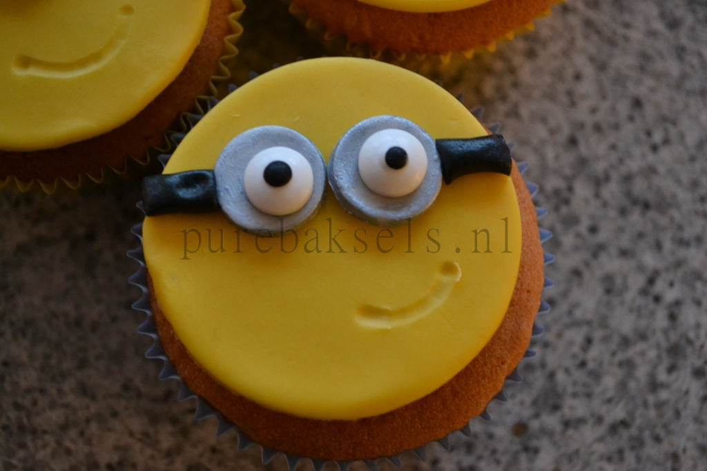 minion cupcakes (1)