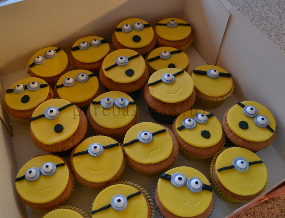 minion cupcakes (2)