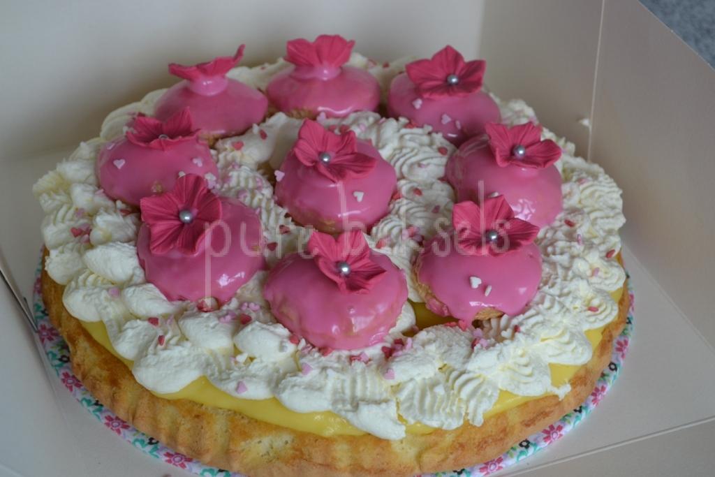 Tompouce taart met bloemen (3)