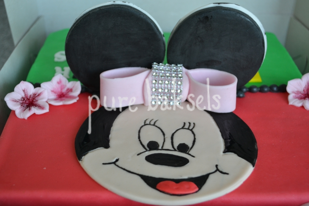 minnie-mousse-voetbal-taart-1