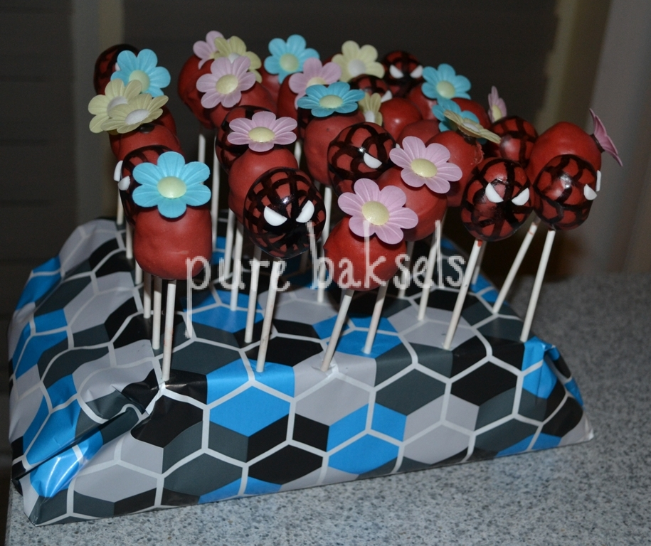 Spiderman cake-pops